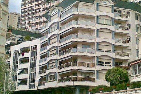 ROCAZUR 2/3 LOCALI 117 m² CON CANTINA E PARCHEGGIO